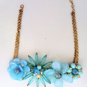 Jewelry - Mixed media blue flower chain necklace